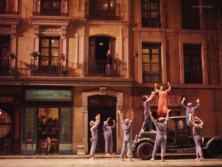 La famosa producción de «La del manojo de rosas» de Emilio Sagi vuelve al  Teatro de la Zarzuela